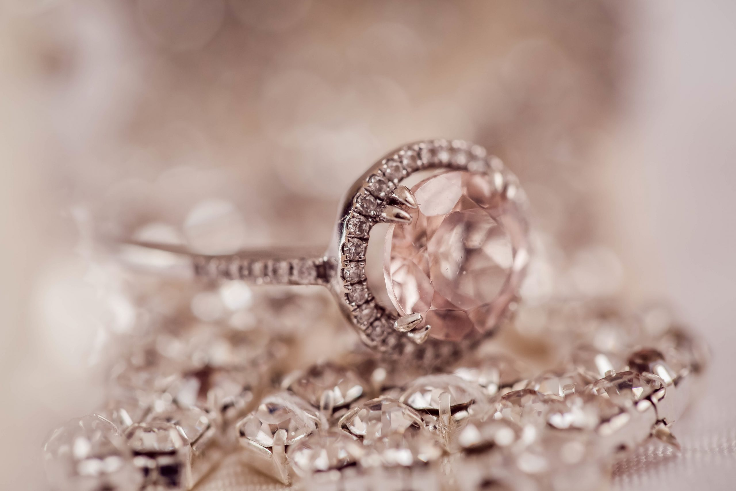 You are currently viewing Gemstones Too Hot to Handle | Discover what's HOT in the world of gem jewellery