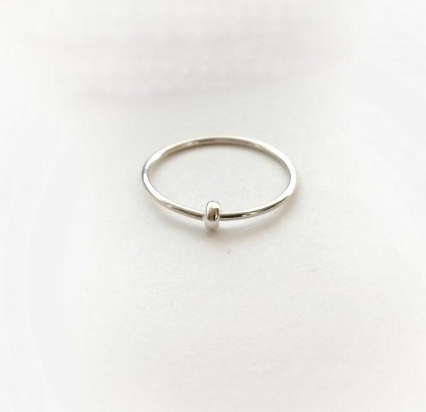 single doughnut bead spinner ring