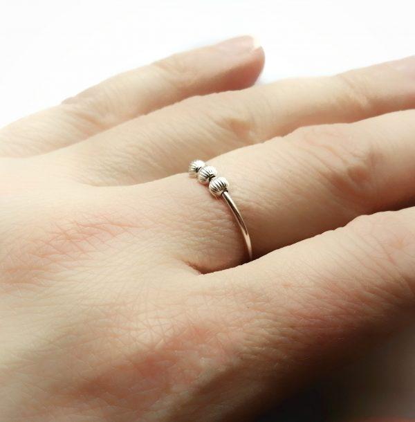 textured line spinner ring