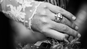 Read more about the article The 5 Best Ways to Wear Diamonds [Expert Quick Guide]